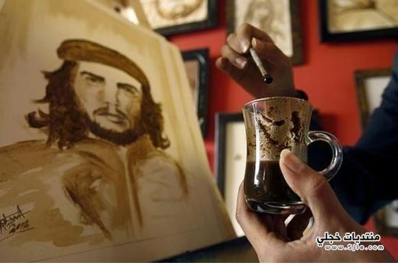 الرسم بالقهوة فلسطينية ترسم لوحاتها
