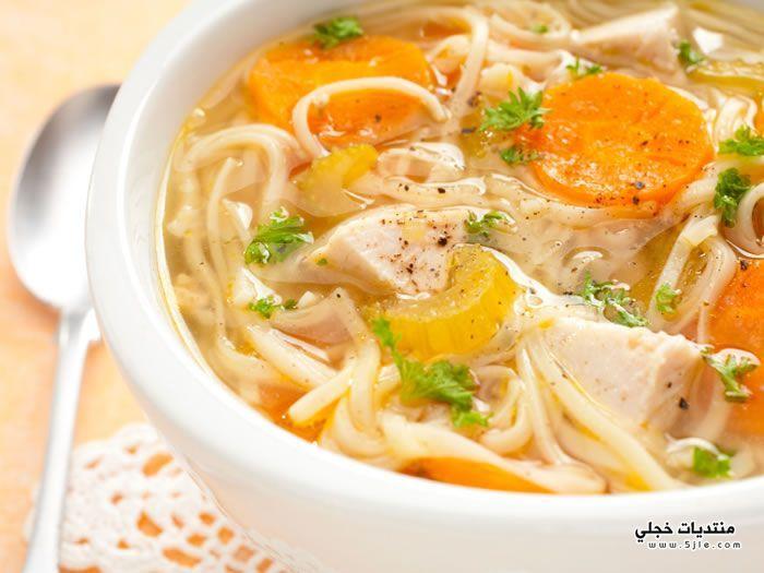 حساء الدجاج والنودل طريقه حساء