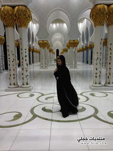 ميريام فارس بالحجاب مسجد الشيخ