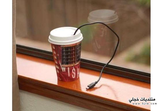 فنجان قهوة لشحن الهاتف الجوال