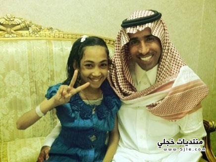 فايز المالكي يزور رهام بالمستشفى