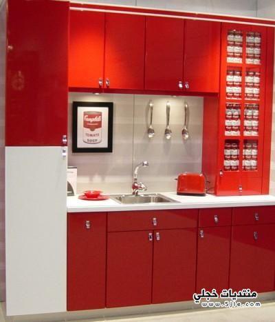 ادوات مطبخي باللون الاحمر...................