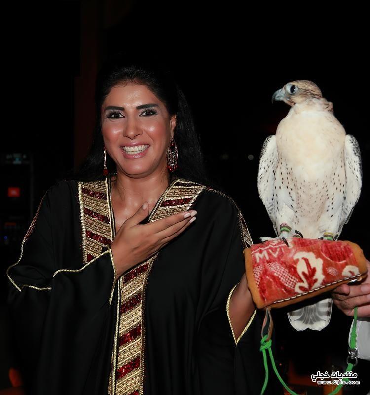 زهـرة عـرفـات بعباءة خليجى 2014