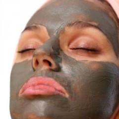 الطين وفوائده التجميلية مسكات بالطين