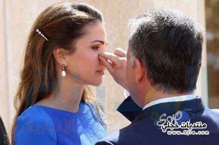 للملك الاردني يمسح الملكة رانيا