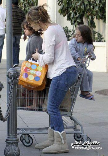 جنيفر لوبيز تتسوق بصحبة توامها