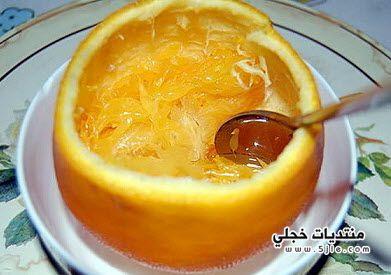 مختلفا وقشر البرتقال بالملعقة
