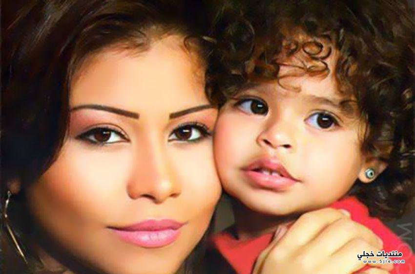 شيرين عبدالوهاب تحتفل بعيد الأم