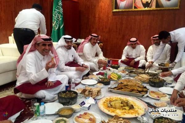 وزير التعليم يتناول العشاء مديري