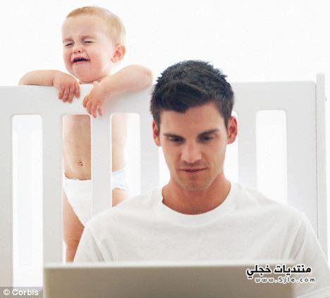 استجابة الام لبكاء الطفل وتجاهل