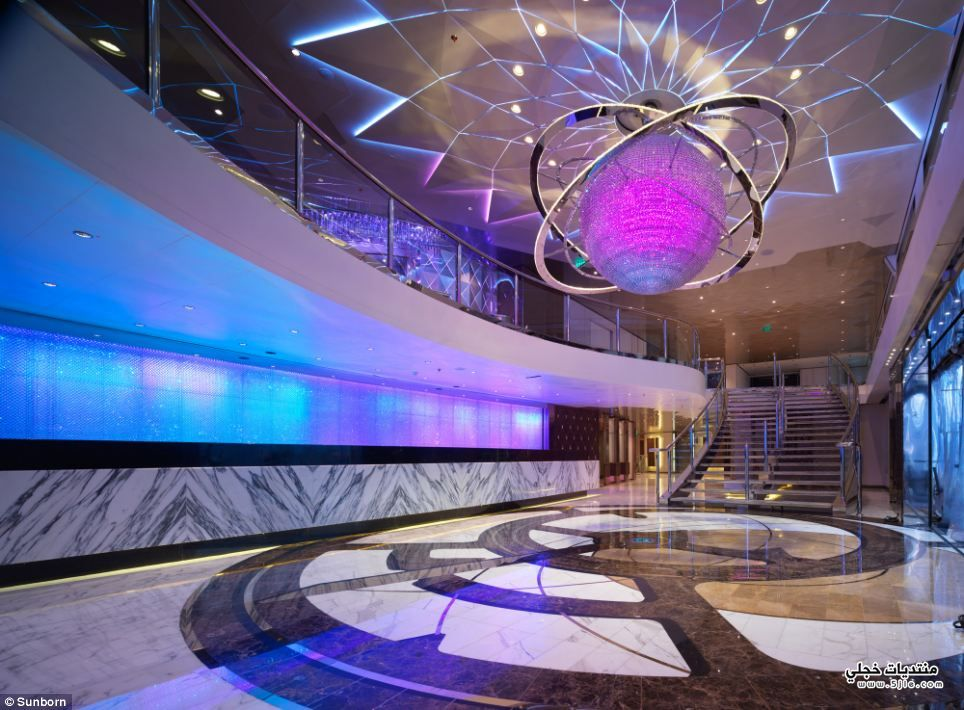افخم فندق عائم العالم افخم