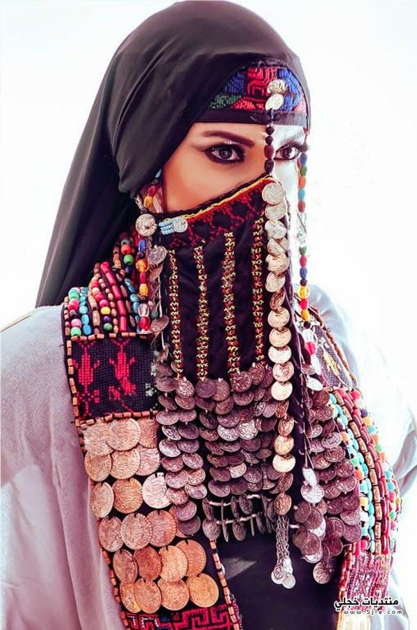 الفنانة التونسية بالنقاب التونسية بالحجاب