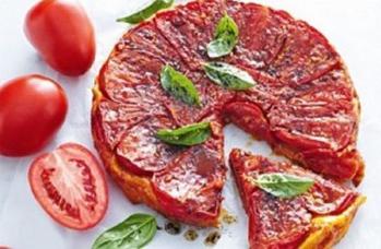 طريقة بيتزا بالطماطم والبصل