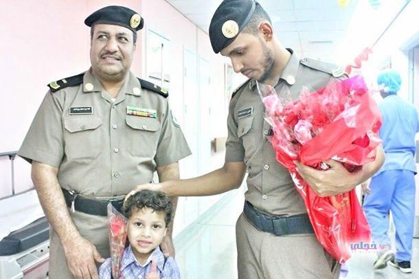 الرياض يعايد مواطنين ومقيمين بالمستشفيات