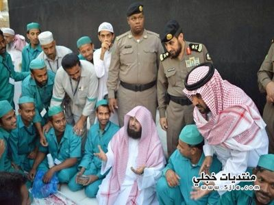 الشيخ السديس يفطر عمال النظافة