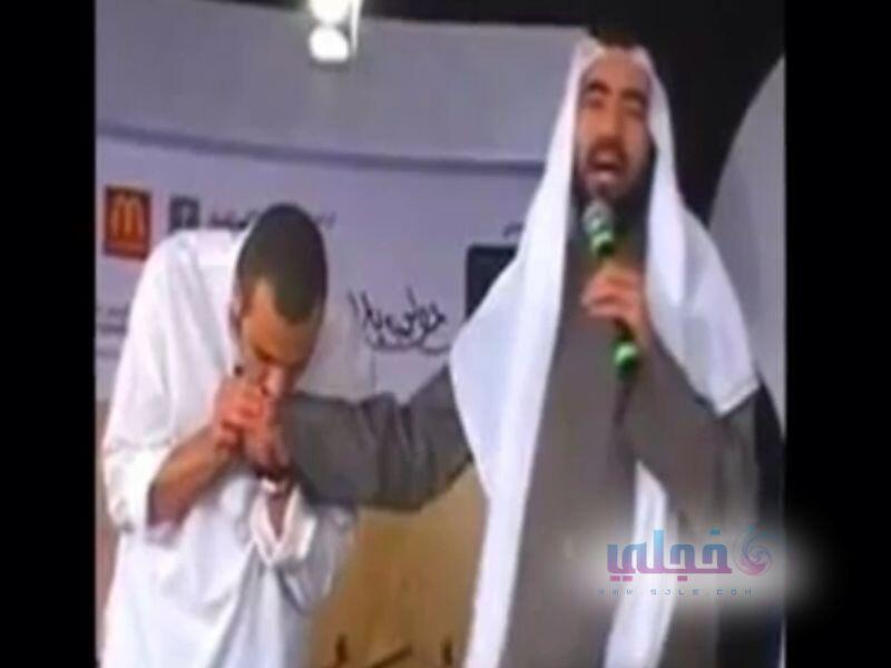 احمد الشقيري يقبل طارق السويدان