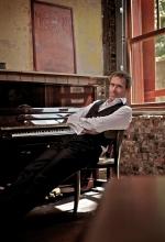 Hugh Laurie 2014
