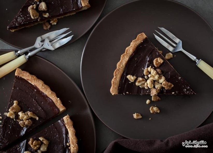 كيكة شوكولاتة النوتيلا بالتوت والمكسرات
