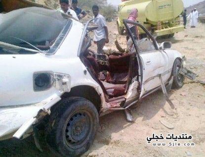 الصور.. مصرع أشخاص سحقت سيارتهم