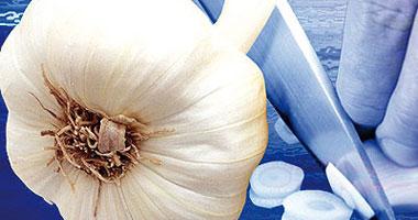الحناء والثوم والجنزبيل لعلاج التينيا