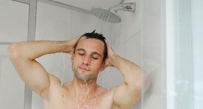 ازعجه اثناء استحمامه