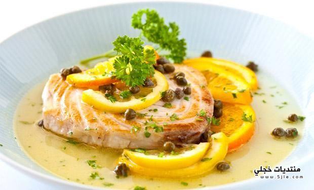 شرائح السمك بصوص الكايبر والحمضيات