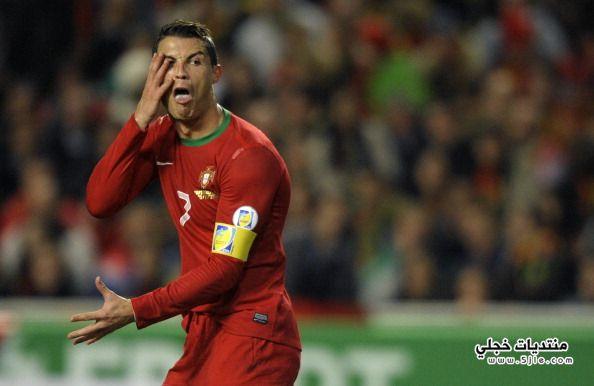 كريستيانو رونالدو يسخر مدافع السويد