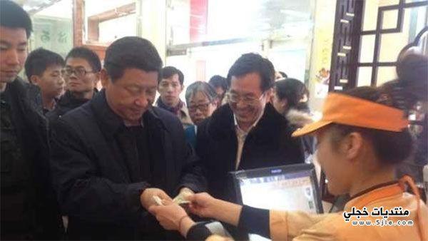 بالصور الرئيس الصيني طابور منتظرا